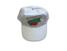 Бяла шапка с българска карта знаме