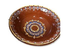 Кафява купа с троянска шарка