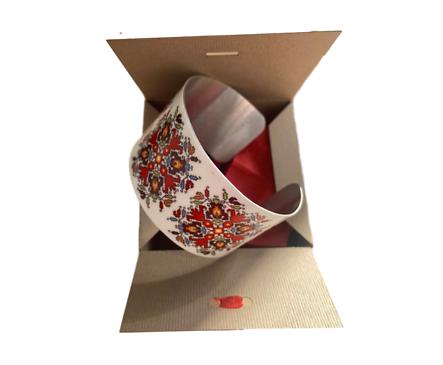 Гривна с мотив Българска шевица дебела в подаръчна кутия кутия 0 бр