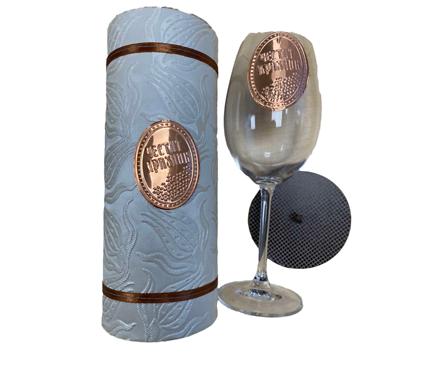 Луксозен бял тубус със стъклена чаша и надпис Честит празник